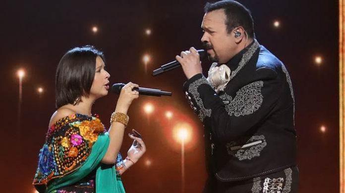 Pepe Aguilar y Ángela Aguilar, presentes en la entrega del Balón de Oro