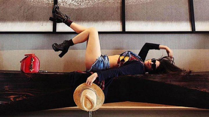 Ana Bárbara presume sus estilizadas piernas